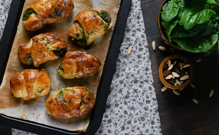 Baked croissants with goats cheese and fresh spinach